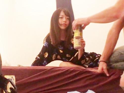 【ハメ撮り】彼氏と別れたセクシー美女を酔わせて3Pファック!無許可で種付けww即削除、限定